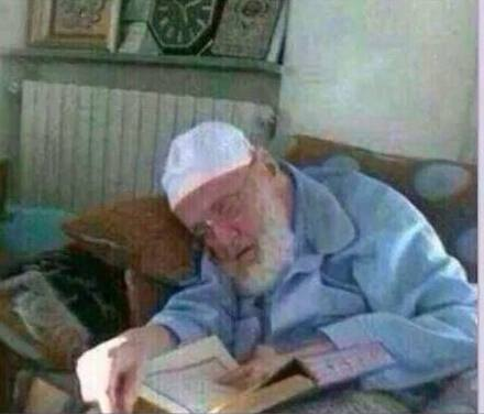 A Teacher of the Qur'aan Dies, His finger Pointing to the Words of Allaah